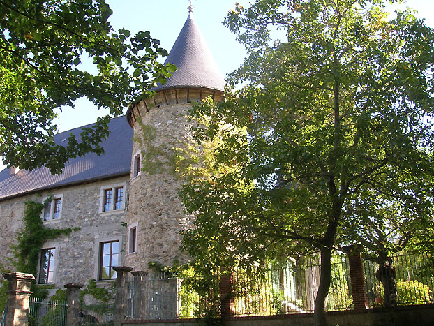Château de Pictomtal.  Copyright Cold Spring Press.  All rights reserved.