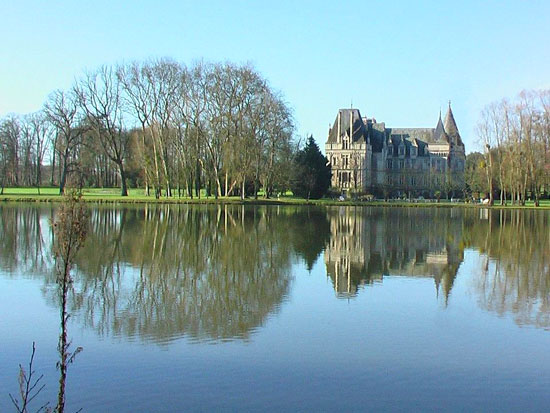Château Allure du Lac.  Copyright S. Stayne.  All rights reserved.