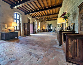 Entrance Hall to Medieval castle. Copyright F. d'Arthuys. All rights reserved.