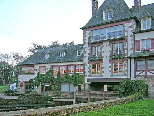 ArMilin Restaurant, Châteaubourg. Copyright Cold Spring Press 2005-2010.  All Rights Reserved.