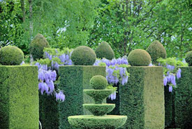 Classical Gardens at Château de la Ballue.  Photo copyright Mme Mathot-Mathon.  All rights reserved.