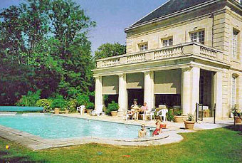 The pool at Château Coulon Laurensac