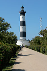 le Phare de Chassiron, courtesy Saint-Denis d'Oléron web site.  All rights reserved.