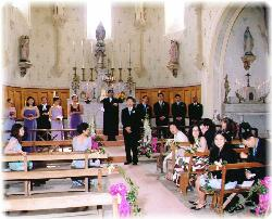 A wedding in the chapel at Château Rhodes