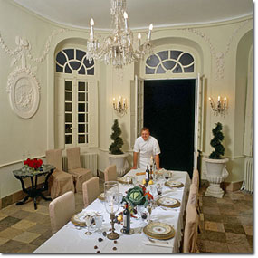 Elegant dining at Château Robert