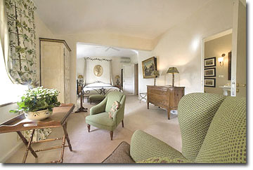Chambre Verte.  Photo © copyright Château Talaud.  All rights reserved.